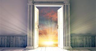 открытые двери