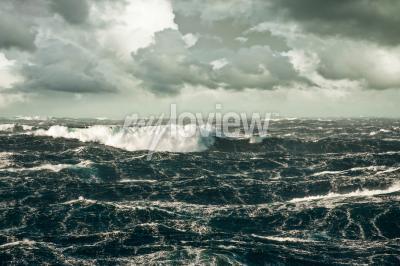 Картина Огромная волна обрушится на Storming Северной Атлантике
