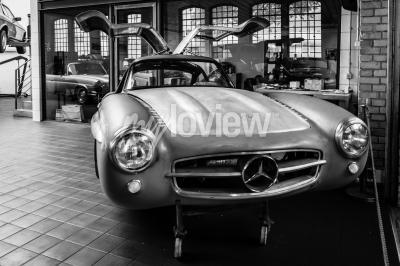 Фотообои Body Mercedes-Benz 300SL в реставрационной мастерской Mercedes-Benz