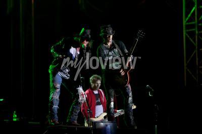 Фотообои Guns N 'Roses выступает на музыкальном фестивале EXIT 2012